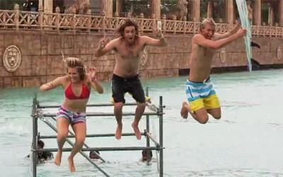 """Видео: сурфање на вода во """"Матрикс"""" стил"""
