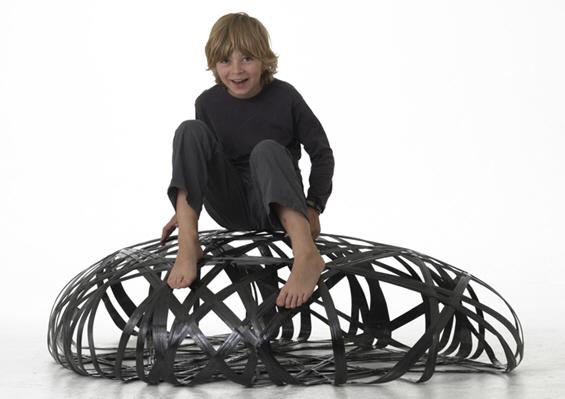 Мебел направен од карбонски влакна
