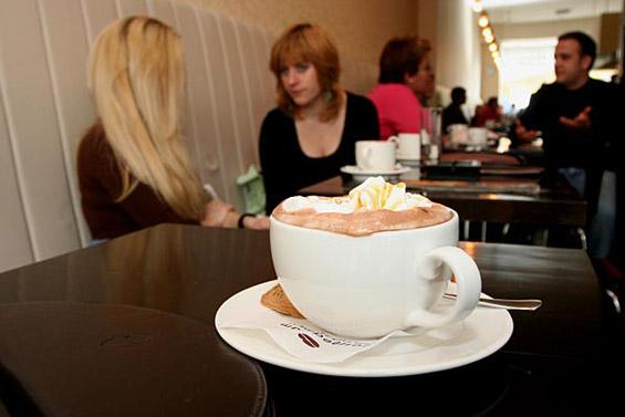 На кафе во Белград