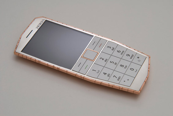 Телефон кој се полни со телесна топлина