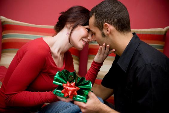 Највредни подароци кои треба да му ги подарувате на партнерот низ целата година