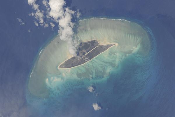 (2) Планетата Земја одозгора - поглед од ISS