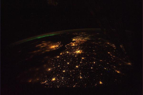 (3) Планетата Земја одозгора - поглед од ISS