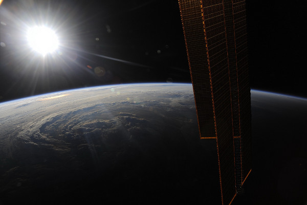 (8) Планетата Земја одозгора - поглед од ISS