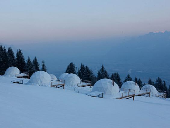 Зимски скијачки центар инспириран од ескимските иглоа