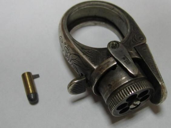 Пиштол во облик на прстен