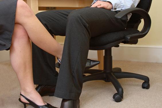 Како да се справите со љубовните чувства спрема колегата?
