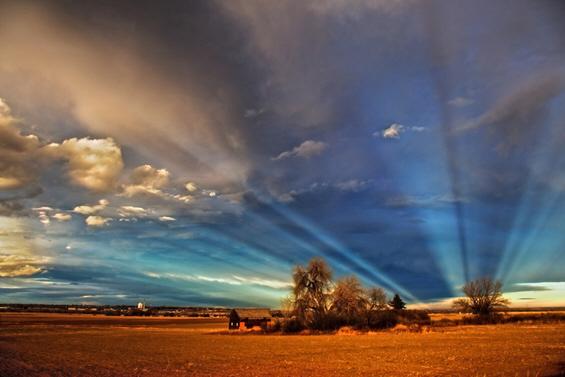Неодоливи зајдисонца помеѓу облаците