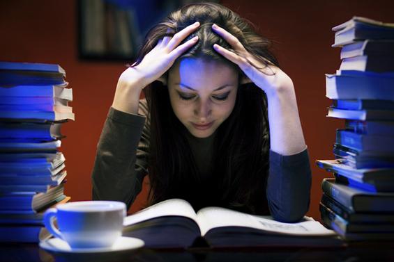"""Како да ја """"преживеете"""" испитната сесија?"""