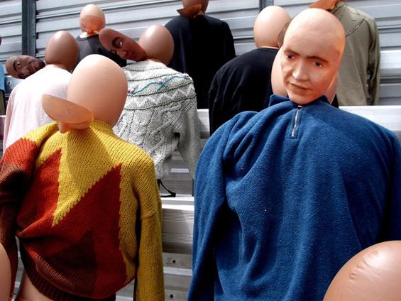 """Кукли на пумпање """"глумат"""" толпа народ во филмовите"""