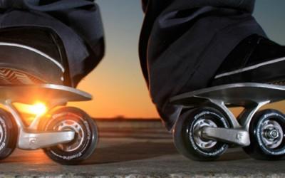 Скејтање со по еден скејтборд на секоја нога
