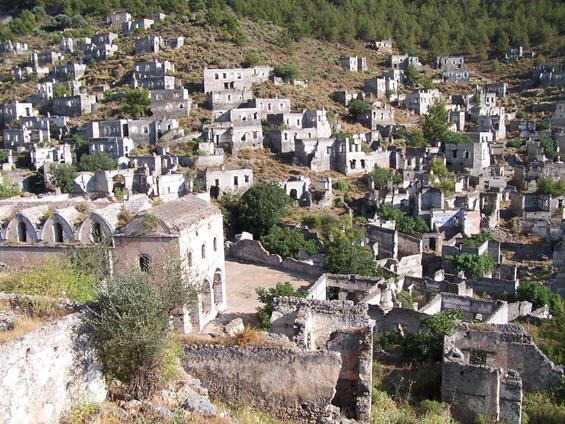 10 најморничави напуштени градови