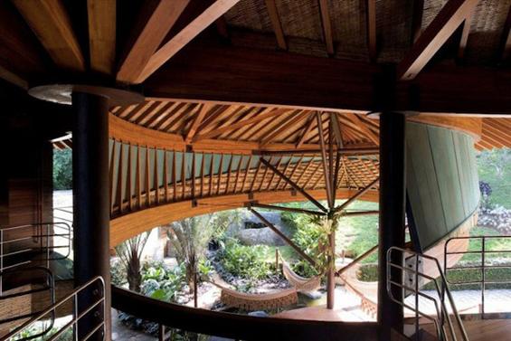 Раскошна куќа во облик на лист