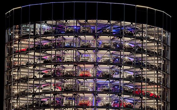 """Стаклените автомобилски кули на """"Фолцваген"""""""
