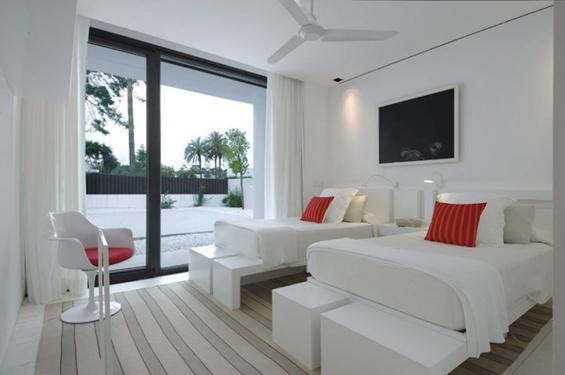 Елегантна бела куќа во Шпанија