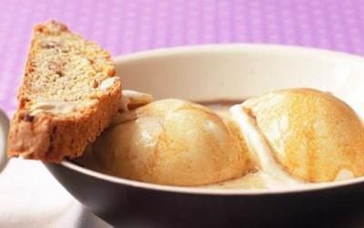 Сладолед удавен во топло кафе