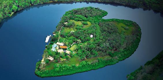 Изнајмете го островот во форма на срце