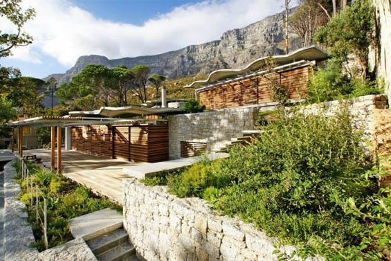 Планинска куќа која се вклопува во природниот амбиент
