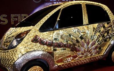 Најевтиниот автомобил во светот доби своја позлатена верзија