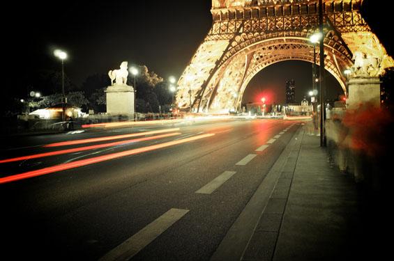 Париз длабоко во ноќта