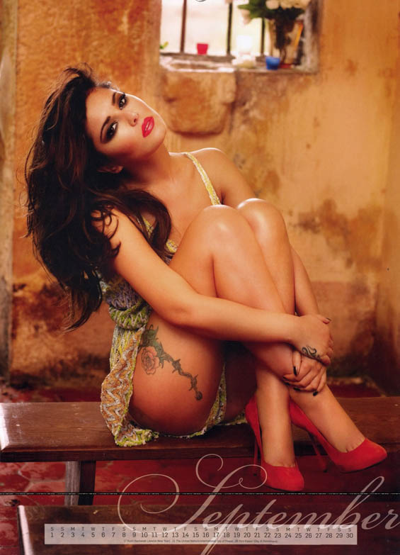 Шерил Кол со нов секси календар за 2012