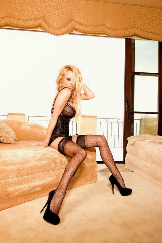 Памела Андерсон во секси долна облека