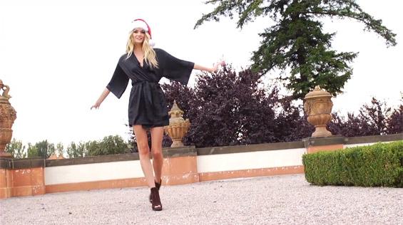 Ангелите на Victoria's secret ни посакуваат среќни празници