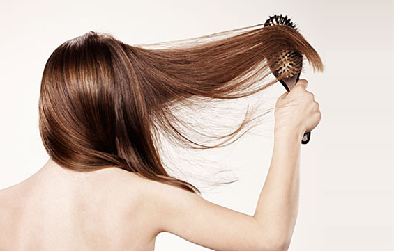 6 навики со кои несвесно ја оштетуваме косата