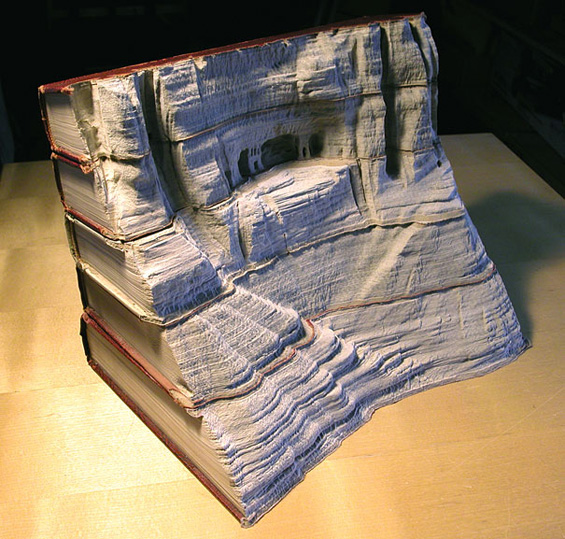 Пејзажи издлабени во стари книги