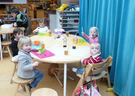 Ресторан во кој работат мали дечиња