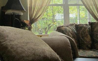 Демонот кој се крие зад каучот