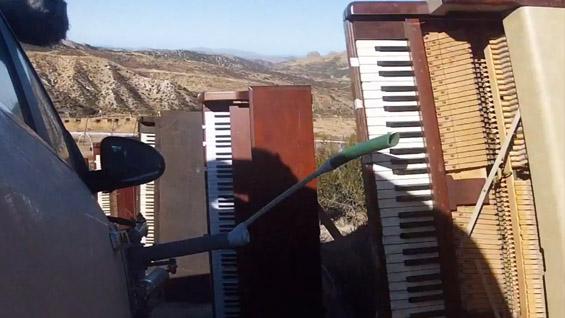 """Спој на """"рециклирана"""" музика и лудо возење"""