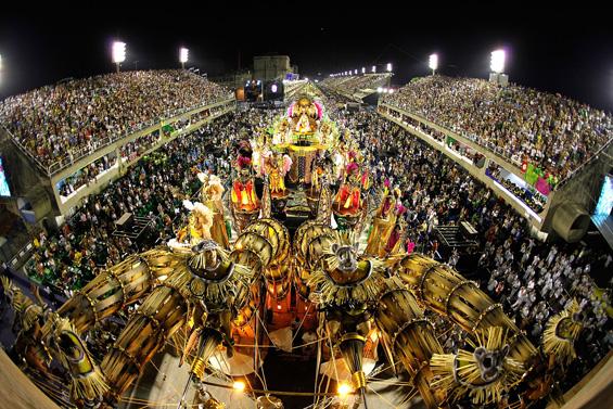 Карневалот во Рио – експлозија на бои и звуци