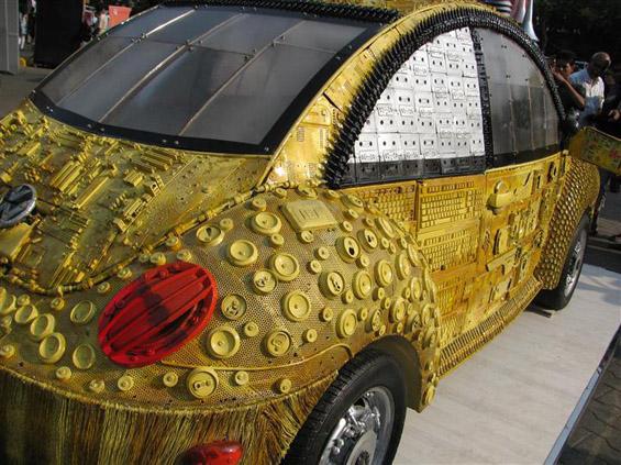 Автомобил од отпаден материјал