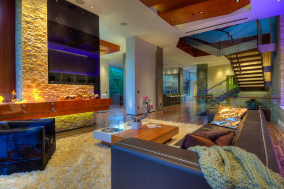 Модерна куќа во Беверли Хилс за која сите би сонувале