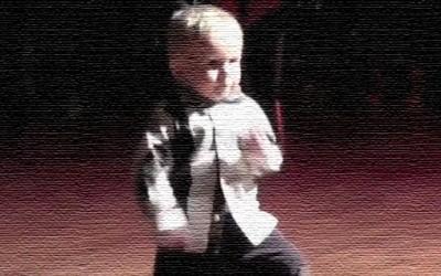 Неодолив танц на 2-годишно детенце