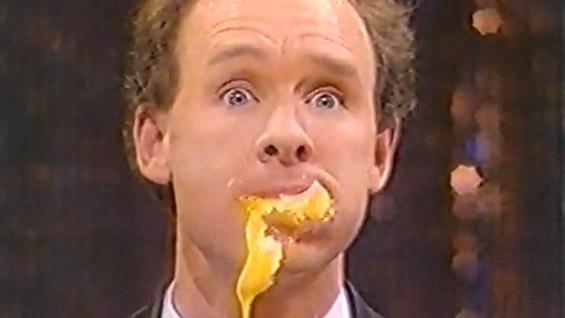 Насмејте се од срце со шегите на најзабавниот жонглер Мајкл Дејвис