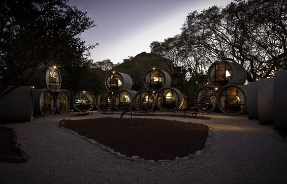 Хотелски соби сместени во бетонски цевки