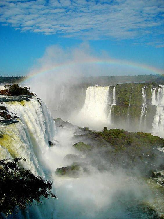 Легендата за создавањето на неверојатните водопади Игуасу