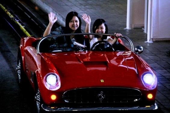 Возбудливиот свет на Ферари во Абу Даби