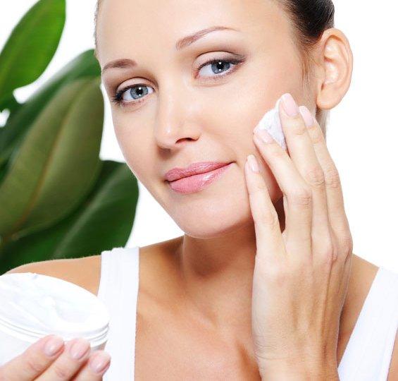 Како правилно да ги избирате производите за нега на кожа?