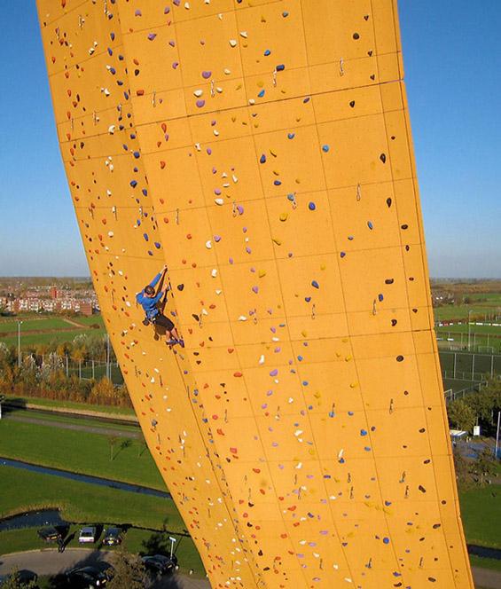 Ескалибур - највисоката вештачка карпа за качување