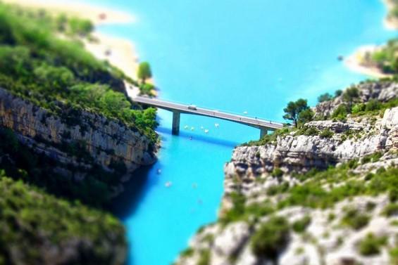 Речен кањон со блескава тиркизна боја