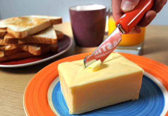 Нож со кој совршено ќе намачкате тврд путер на леб