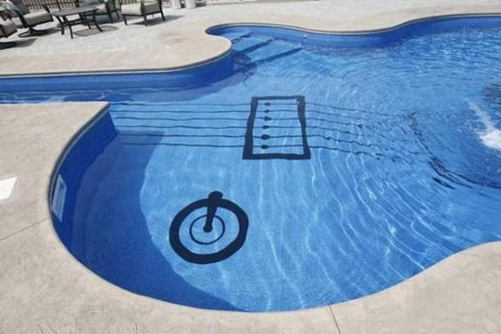 Совршен базен за љубителите на гитарите