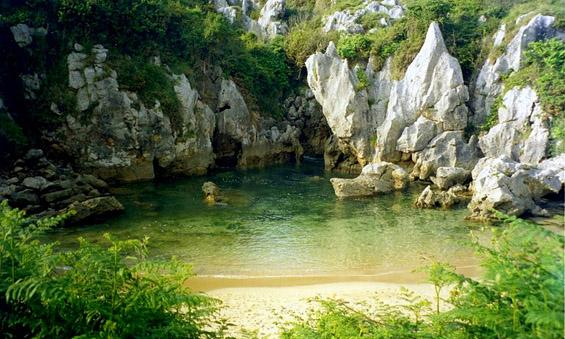 Магична мини плажа отсечена од морето