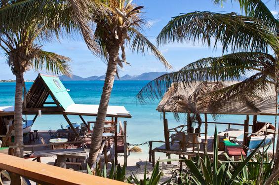 Најубавите барови на карипските плажи