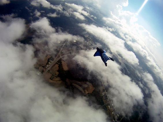 Вингсуит летање – врвно адреналинско искуство