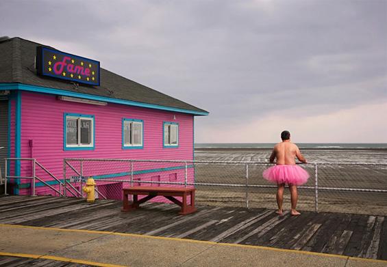 Маж носи розово фустанче за да ѝ помогне на неговата жена болна од рак