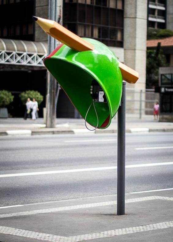 (1) Шарени телефонски говорници на улиците на Сао Паоло